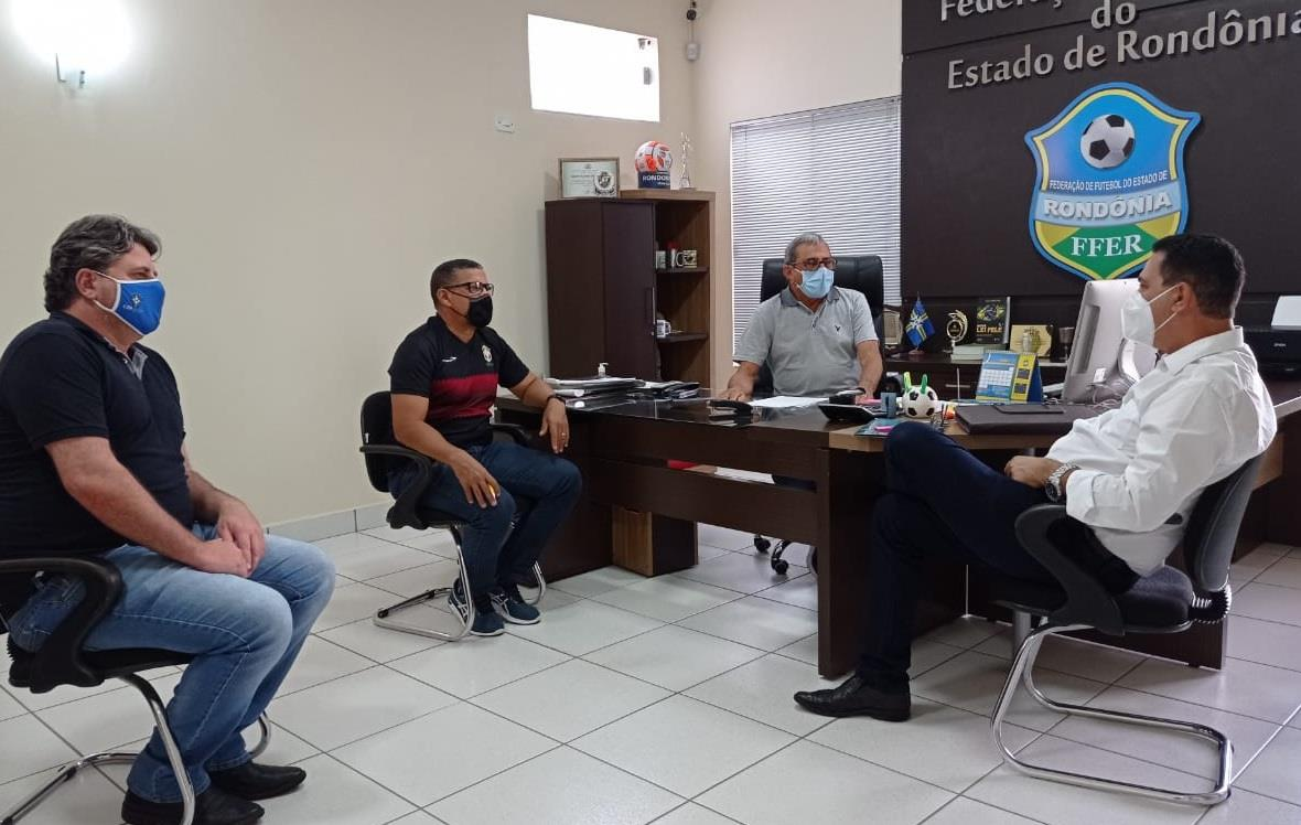Reunião em prol da volta do futebol no estado de RondÃ&cute;nia (Foto: Assessoria FFER)