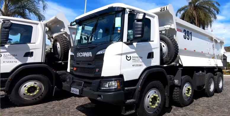 Caminhão da Construtora Barbosa Mello