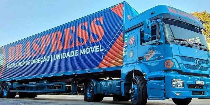 Carreta da Braspress Transportes Urgentes